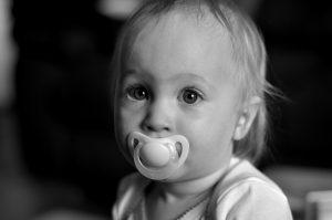 Les sucettes pour bébé restent un sujet délicat, les bébés les aiment ou les détestent!